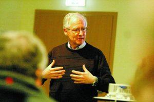 Stellt die Ideensammlung vor: Gerd Rother initiierte mit 14 weiteren Wehrdenern den Aktionsplan.